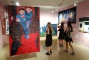 Miasto i sen z cyklu 10 x inaczej to prezentacja prac czterech młodych artystek, absolwentek krakowskiej ASP: Joanny Kałdan, Agnieszki Wielewskiej, Natalii Buchty i Barbary Iwańskiej.