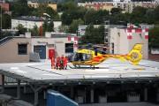 Pilot wylądował na lądowisku na dachu szpitala w Stalowej Woli. Po przygotowaniu pacjenta do lotu śmigłowiec odleciał na oddział chirurgii oparzeniowej w szpitalu w Siemianowicach Śląskich.