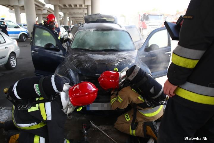 Do pożaru auta doszło na ulicy Okulickiego w Stalowej Woli.