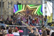 W tym roku koncert odbywał się pod szyldem Dzieci kwiaty, nawiązując do 50 rocznicy Festiwalu Woodstock.