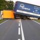 Stalowa Wola: DK77: ciężarówka wioząca puszki na piwo stanęła w poprzek drogi