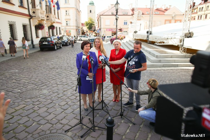 Konferencja prasowa działaczek Platformy Obywatelskiej na rzeszowskim Rynku.