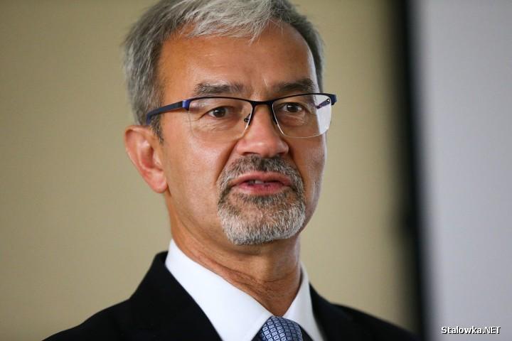 Jerzy Kwieciński urodził się 16 października 1959 w Stalowej Woli. Jest inżynierem, przedsiębiorcą i urzędnikiem państwowym, doktorem nauk technicznych.