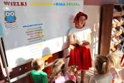 Po krótkim objaśnieniu zasad projektu, dzieci zostały zaproszone do wspólnej zabawy przez bohaterów bajek: Czerwonego Kapturka i Smoka Wawelskiego.