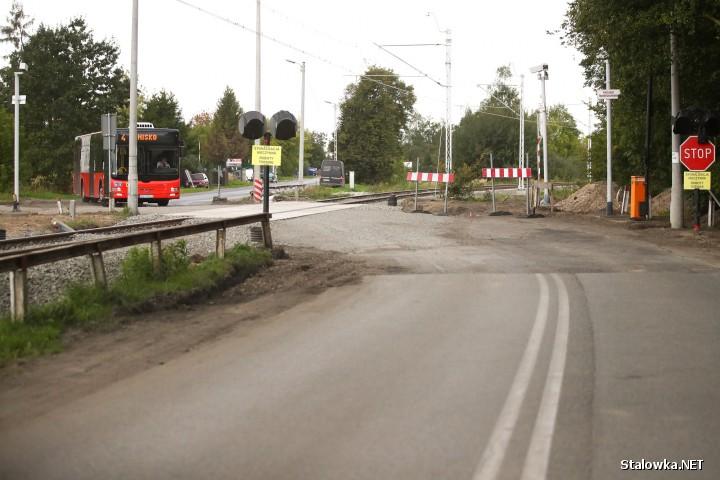 Nowo wyremontowany przejazd drogowo-kolejowy na ulicy Sandomierskiej.