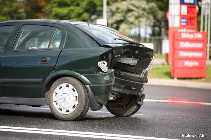 Na ulicy Stanisław Staszica w ciągu Drogi Krajowej nr 77 doszło do wypadku drogowego, w którym dwie osoby zostały ranne.