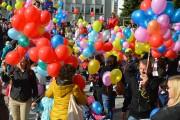 Po odśpiewaniu Hymnu Przedszkolaka, w niebo wypuszczono kolorowe balony.