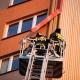 Stalowa Wola: Strażacy interweniowali do wiszącej blachy na X piętrze