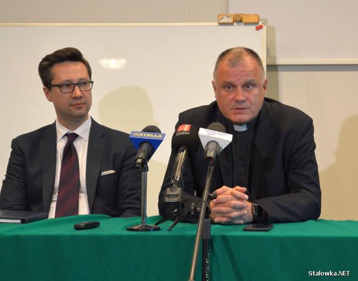 Rektor spotkał się także z dziennikarzami. Zapewnił, że KUL w Stalowej Woli ma stabilna pozycję i będzie się rozwijał na kierunkach technicznych.