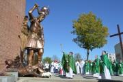 Trójcy Przenajświętszej w Stalowej Woli, 13 października zorganizowana została uroczystość zawierzenia miasta opiece świętego Michała Archanioła i poświęcenie figury świętego Michała, która stanie nad wejściem na szczycie kościoła.