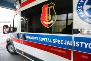 Poszkodowany został przewieziony karetką do szpitala w Krakowie.