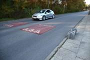 Na ulicy Wrzosowej w Stalowej Woli niezmienionym miejscu pozostanie przystanek autobusowy i progi zwalniające. Aby kierowcy tych ostatnich nie omijali chodnikiem, rozważany jest montaż separatorów lub innych elementów tego typu.
