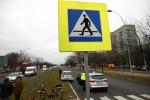 Do potrącenia pieszego, który przeprowadzał rower doszło na Alejach Jana Pawła II nieopodal straży pożarnej.