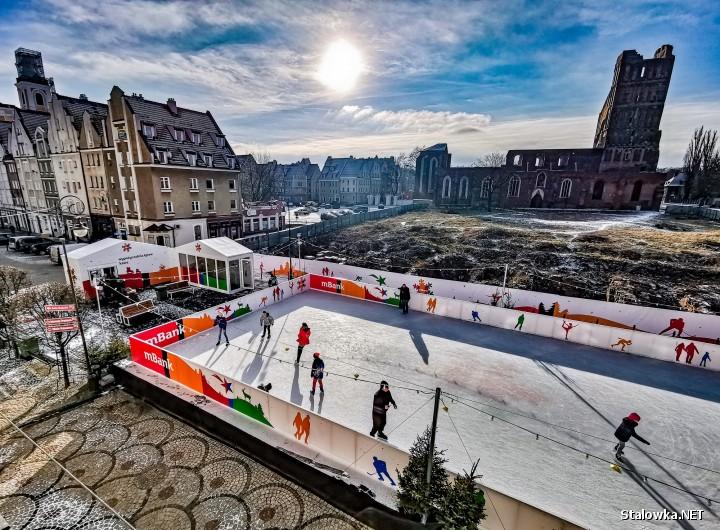 Stalowa Wola znalazła się w gronie dziesięciu miast, gdzie staną bezpłatne 300 metrowe lodowiska od mBanku. Będzie się można na nich ślizgać od 13 grudnia do 24 lutego.