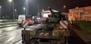 Za stwierdzone naruszenie przepisów wobec przewoźników toczą się teraz postępowania administracyjne w sprawie nałożenia łącznie po 25 tys. zł kary na każdego z nich. Obydwie ciężarówki z czołgami zostały usunięte na parking strzeżony, gdzie będą oczekiwać na odpowiednie zezwolenia.