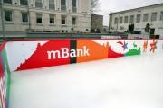 Na Placu Piłsudskiego w Stalowej Woli 13 grudnia zostanie otwarte lodowisko o powierzchni 300 metrów kwadratowych. W tym roku jego sponsorem jest mBank a wstęp bezpłatny.