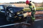 Do zderzenia dźwigu z samochodem osobowym pomiędzy miejscowościami Agatówka a Turbia.