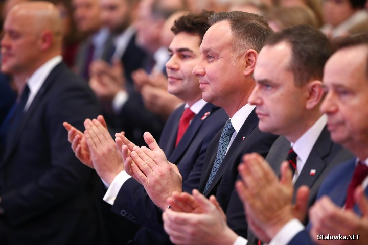 Prezydent RP Andrzej Duda, obecny podczas otwarcia wystawy mówił, że jest nam dzisiaj potrzebny kolejny skok w nową erę gospodarki, po wielkim kroku milowym jakim była idea Centralnego Okręgu Przemysłowego, przerwana przez II wojnę światową.