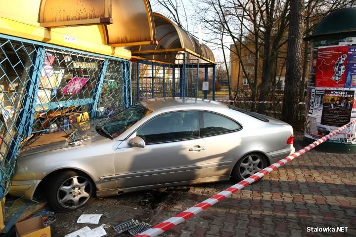 19-letnemu kierowca Mercedesa, który na ulicy Energetyków z impetem uderzył w kiosk ruchu, w wyniku czego śmierć poniósł 85-letni mężczyzna a 60-letnia kobieta została ranna, grozi 8 lat pozbawienia wolności.