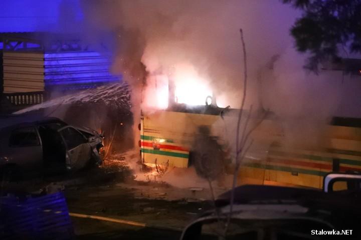 Na ulicy Ofiar Katynia w Stalowej Woli doszło do pożaru wraku autobusu.