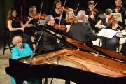 Zapalonych melomanów czekała prawdziwa gratka, koncert swoim występem uświetniła Lidia Grychtołówna, gwiazda polskiej pianistyki.