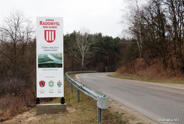 Pięć nowych witaczy stanęło przy głównych drogach na granicy Radomyśla nad Sanem. Wykonał je i zamontował nieodpłatnie Andrzej Zuba z Rzeczycy Długiej.
