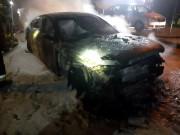 Na ulicy Okulickiego w Stalowej Woli, w nocy doszło do pożaru dwóch aut.