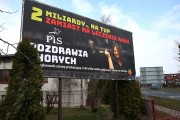 Nie miejska ulica Okulickiego ale Chopina, tuż przy skrzyżowaniu z Al. Jana Pawła II, krajówce - to tam ponownie zawisnął plakat z posłanką Joanną Lichocką i jej słynnym gestem.