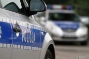 17-latek uszkodził lusterka w dwóch pojazdach. Został on zatrzymany w policyjnym areszcie.