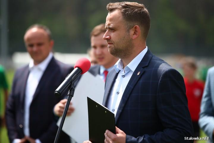 Minister Sportu Danuta Dmowska-Andrzejuk na obiektach Podkarpackiego Centrum Piłki Nożnej w Stalowej Woli.