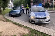 Na ulicy Poniatowskiego w Stalowej Woli doszło do kolizji, gdzie jeden z uczestników wsiadł do auta i odjechał, bez porozumienia z drugim kierowcą, nie czekając na policję.