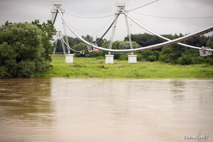 Podtopione błonia w Stalowej Woli przez rzekę San.