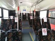 MZK przypomina, że połowa miejsc siedzących w autobusach jest wyłączona z użytkowania. Pasażerowie powinni zajmować miejsca wskazane specjalnymi oznaczeniami.