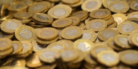 Nominowane osoby jeżeli wykonają zadanie, wpłacają na szczytny cel 5 złotych, jeżeli nie - 10 złotych.