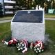 Stalowa Wola: Pamiątkowy kamień i tablica ma przypominać o mordzie ponad 120 tysięcy Polaków