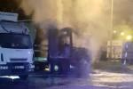 Auta spłonęły na ulicy Ofiar Katynia w Stalowej Woli na terenie zajezdni autobusowej.
