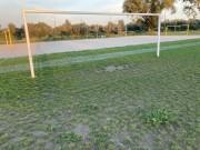 Zdaniem użytkowników lepiej byłoby bramek dołożyć i stworzyć dwa, mniejsze boiska.