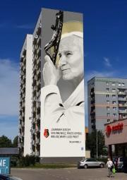 Rozstrzygnięto miejski konkurs na projekt muralu z wizerunkiem świętego Papieża-Polaka Jana Pawła II. Powstanie on na jednej ze ścian bloku przy Alejach Jana Pawła II 48 w Stalowej Woli.