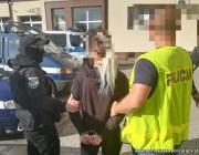 Kilka dni temu funkcjonariusze Zespołu Poszukiwań Celowych oraz Wydziału Kryminalnego komendy w Jaworze namierzyli poszukiwanych na jednym ze stalowowolskich osiedli.