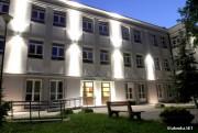 Jedna z klas trzecich uczęszczających do Liceum Ogólnokształcącego imienia Komisji Edukacji Narodowej w Stalowej Woli będzie mieć 30 września dzień wolny. U jednego z uczniów występuje podejrzenie zakażenia koronawirusem.