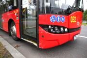 Na skrzyżowaniu Al. Jana Pawła II z ul. Komisji Edukacji Narodowej doszło do kolizji z udziałem elektrycznego autobusu miejskiego.