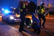 Na ulicy Elizy Orzeszkowej w Stalowej Woli, doszło do wypadku drogowego, w którym kierowca skutera przewrócił się doznając obrażeń ciała.