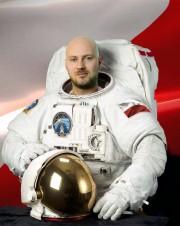 Piotr Kosek - twórca popularno-naukowego kanału YT Astrofaza. Propagator nauki o kosmosie i nowoczesnych technologiach.