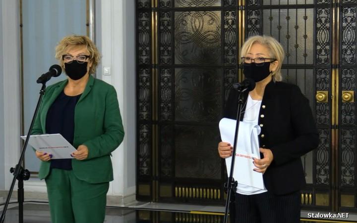 Konferencja prasowa przed salą kolumnową w Sejmie: posłanki Koalicji Obywatelskiej Mirosława Nykiel i Maria Janyska, rozpoczęły kontrolę poselską w Ministerstwie Rozwoju, Pracy i Technologii.