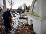 W piątek hołd poległym i zmarłym złożyli przedstawiciele samorządu miasta Stalowej Woli: Stanisław Sobieraj przewodniczący Rady Miejskiej i radny Łukasz Durek.