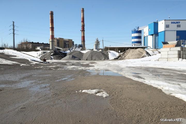 Budowa obwodnicy Stalowej Woli i Niska, ciągłe przejazdy ciężkiego sprzętu, aut z kruszywem, doprowadziły do jej całkowitego rozjeżdżenia.