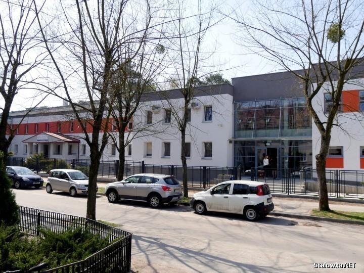 Do Miejskiego Ośrodka Pomocy Społecznej w Stalowej Woli dotarły informacje o oszustce, która w mieszkaniu jednego z seniorów podawała się za pracownika MOPS.