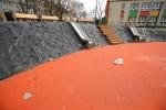 Podwórko dla Pława przy Alejach Jana Pawła II 6 to nowo budowany teren rekreacyjny w Stalowej Woli. Mimo że jeszcze nie oddany do użytku, już ulega zniszczeniu.