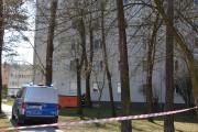 Szesnastoletni chłopak próbował popełnić samobójstwo, grożąc skokiem z czwartego piętra bloku przy skrzyżowaniu ulic Ofiar Katynia i Popiełuszki w Stalowej Woli.