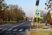 Tak zwany aktywy znak ma poprawić bezpieczeństwo pieszych gdy ten znajduje się bezpośrednio na przejściu dla pieszych lub w jego najbliższej okolicy.